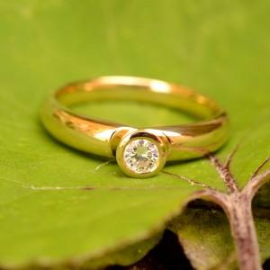 Geltono aukso 750' žiedas su briliantu - Ring aus gelbem Gold 750' mit Brillant