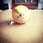 Gintarinis pakabukas su auksu ir briliantais. Bernstein Anhänger mit rotem Gold und