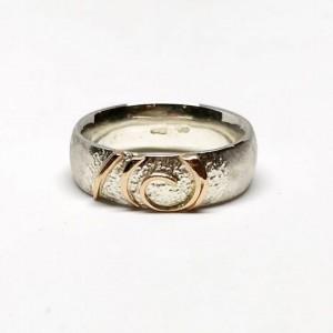 Sidabro žiedas su aukso detalėm